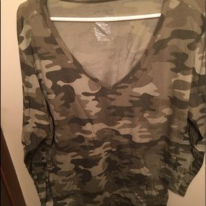 Camo 3/4 slv top new without tags 2x